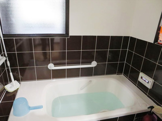 バスルームリフォーム 性能性や安全面をアップした、こだわりのタイル張りの浴室
