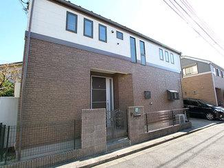 外壁・屋根リフォーム 上下2色のツートン仕上げで意匠性を更に高めた外壁リフォーム