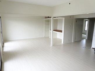 マンションリフォーム 色のコントラストを効かせて、印象を引き締めたマンション内装リフォーム