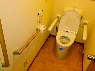トイレリフォーム 入口の段差を解消し介護がしやすくなったトイレ
