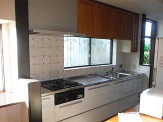 キッチンリフォーム 掃除しやすいレンジフードやスライド収納が嬉しいキッチン
