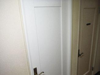 小工事 中が丸見えだった湯沸し室にドアを新設