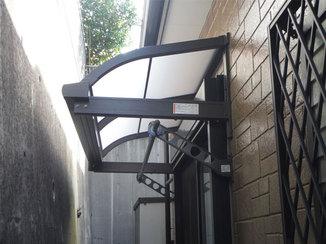 内装リフォーム テラス屋根で急な雨も安心。快適な物干し部屋になった和室