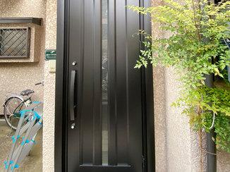 エクステリアリフォーム 既設のイメージはそのままに、防犯性がアップした玄関ドア