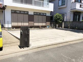エクステリアリフォーム 花壇がついた砕石仕上げの駐車場