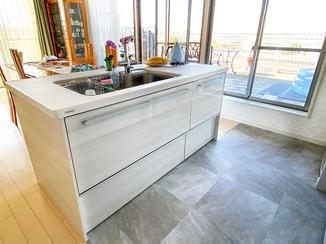 マンションリフォーム Ⅱ型キッチンを中心にキレイにした、高級感のある住まい